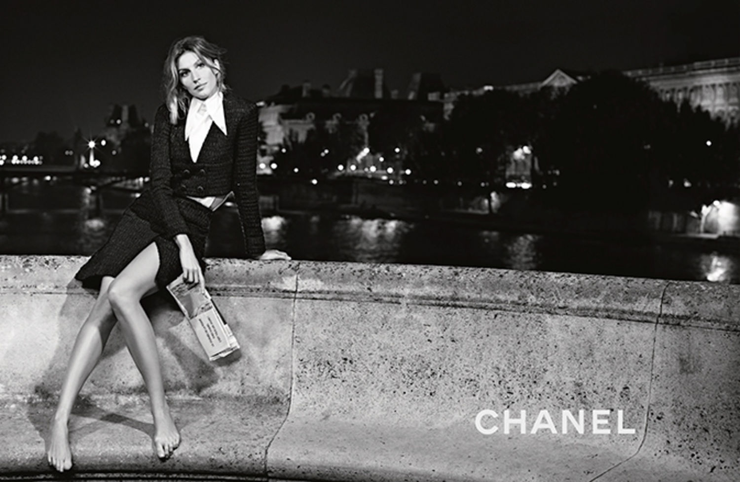 Gisele b ndchen poses in paris for chanel spring 2015 for Chanel locations in paris