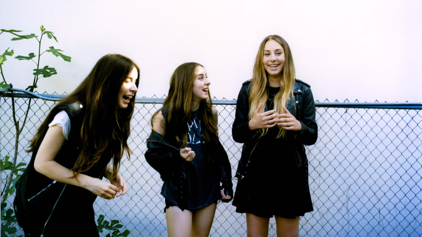 1401x788-HAIM-Press-Shot-Blue