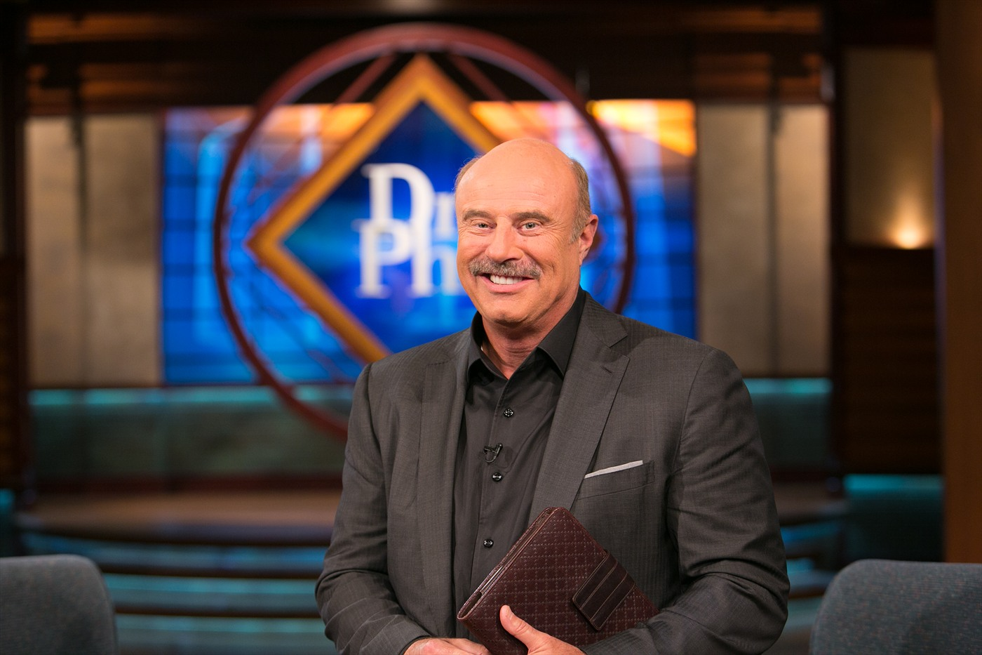 Dr. Phil To Anchor Daily News Program For Daily Mail And ...  Dr Phil Show Set