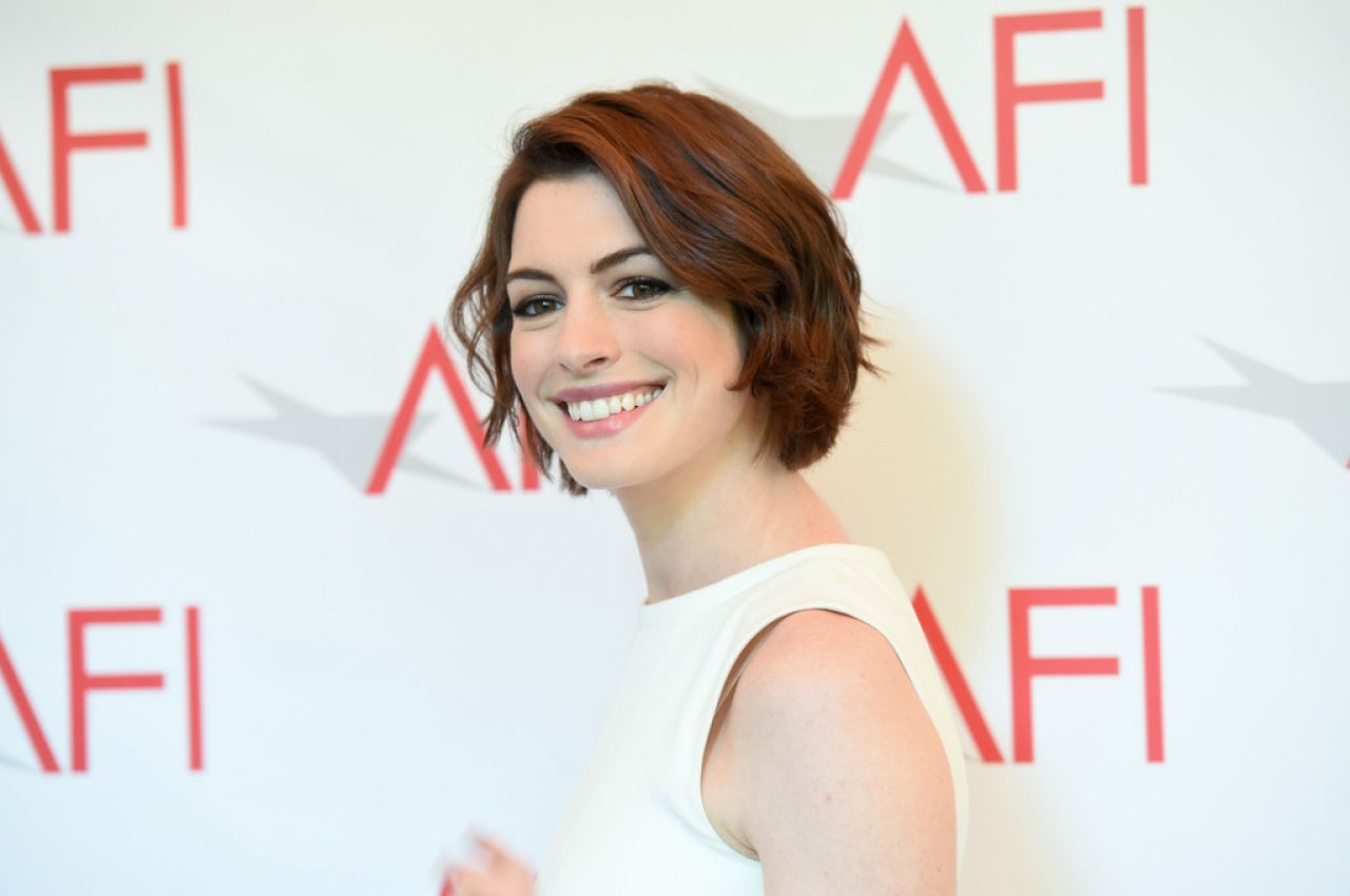 anne-hathaway-2015-afi-awards-in-los-angeles_2