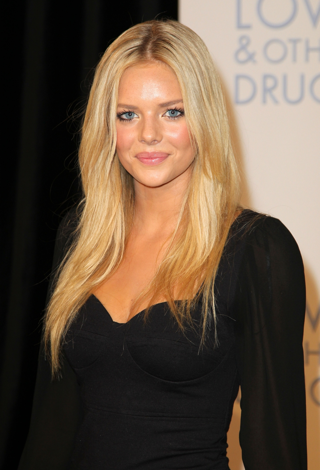 1118full-samara-weaving