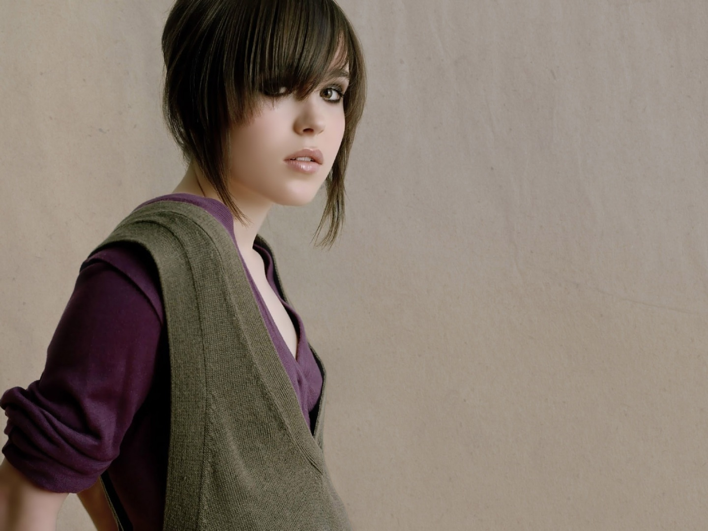 ellen-page-hot-hd-wallpapers-wallpaper-1418872162