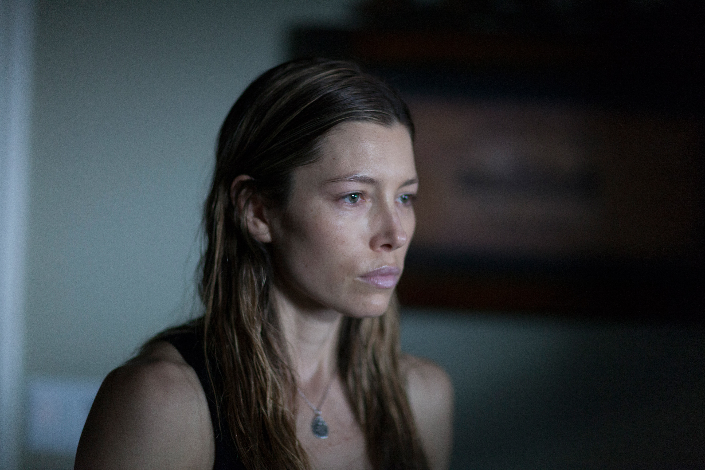 jessica-biel-bleeding-heart-2