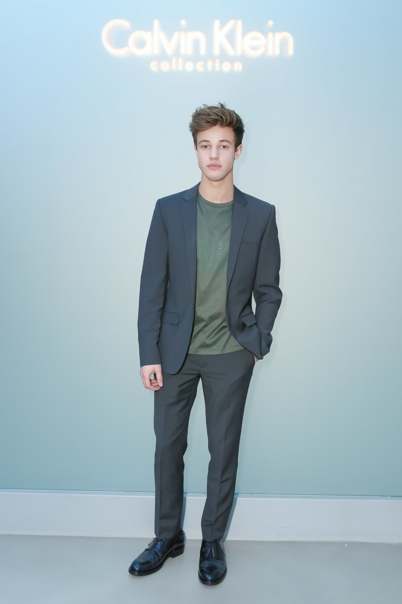 Cameron-Dallas-2016-Calvin-Klein-Collection-Show-800x1200
