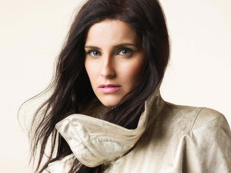 nelly-furtado-singer-800x600