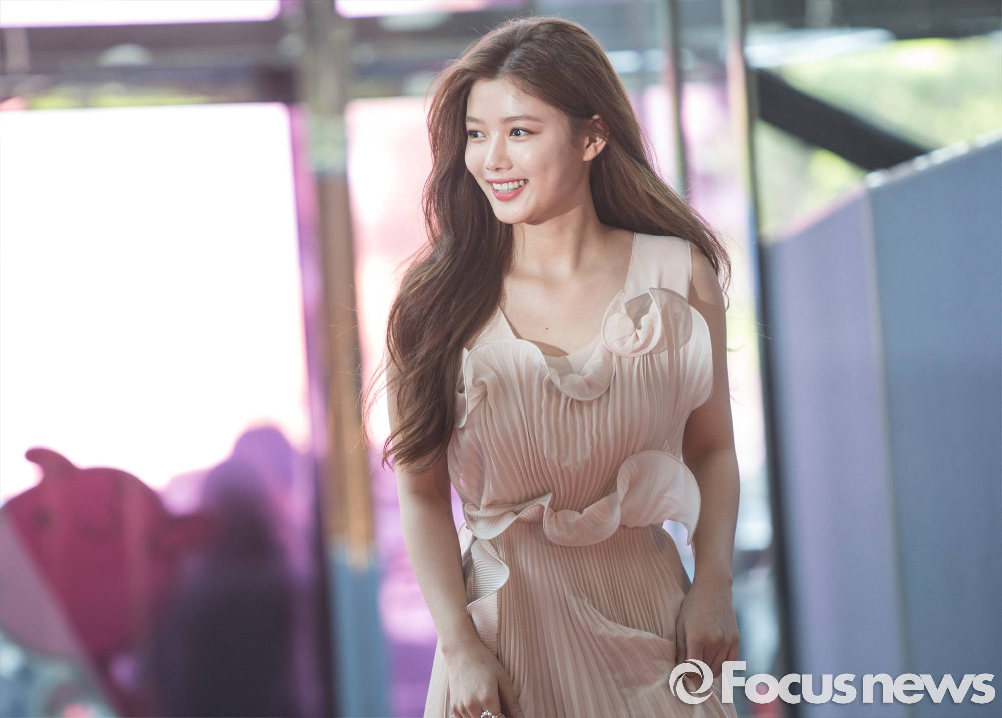 actress kim yoo jung looks like a million pounds at the 53rd