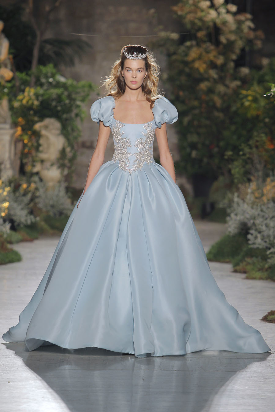 Reem Acra Unveils New Collection At Barcelona\'s Bridal Fashion Week ...