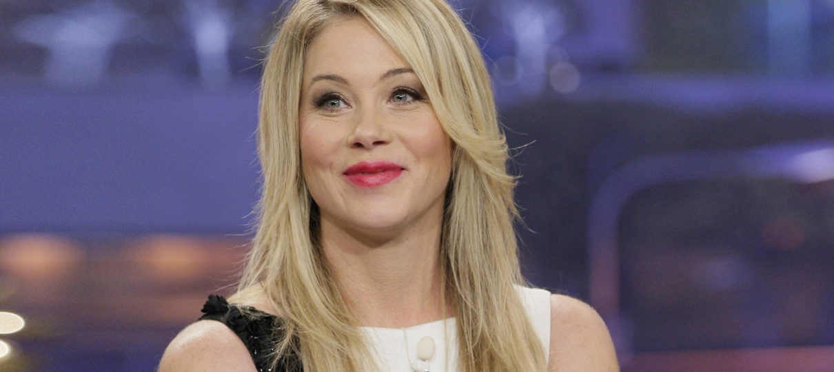Christina Applegate To Star In Netflix Comedy Series 'Dead To Me' | TV News