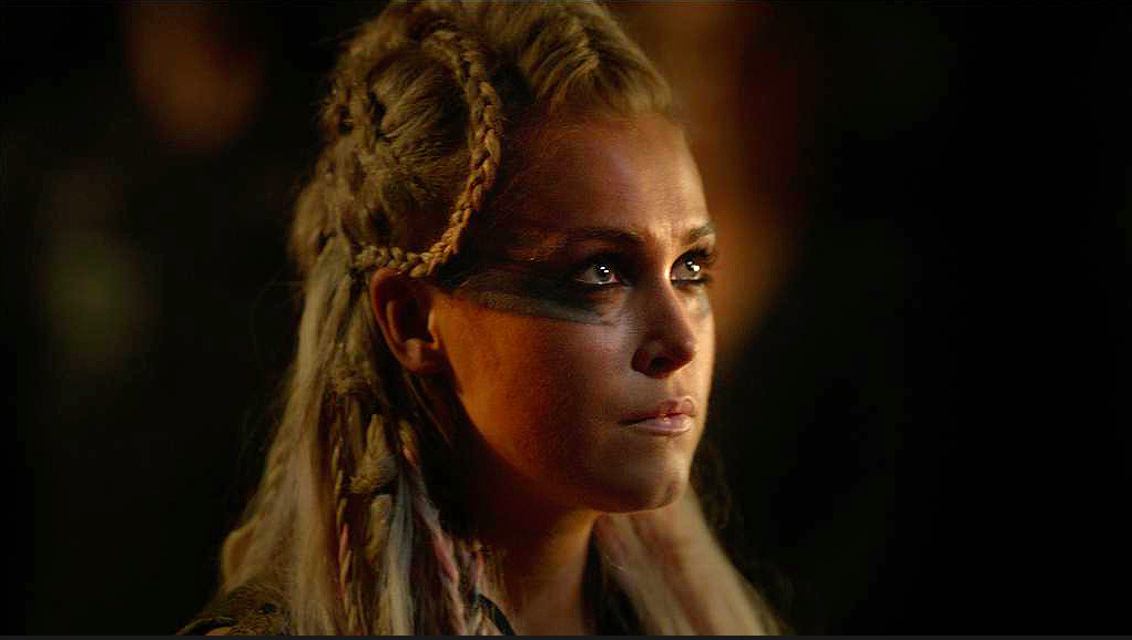 Clarke Joins The Grounders In 'The 100' Season 3? | TV News