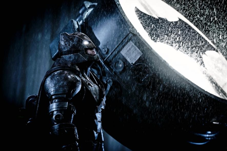 885x590-batman-v-superman-dawn-of-justice-bat-signal-20150730124109