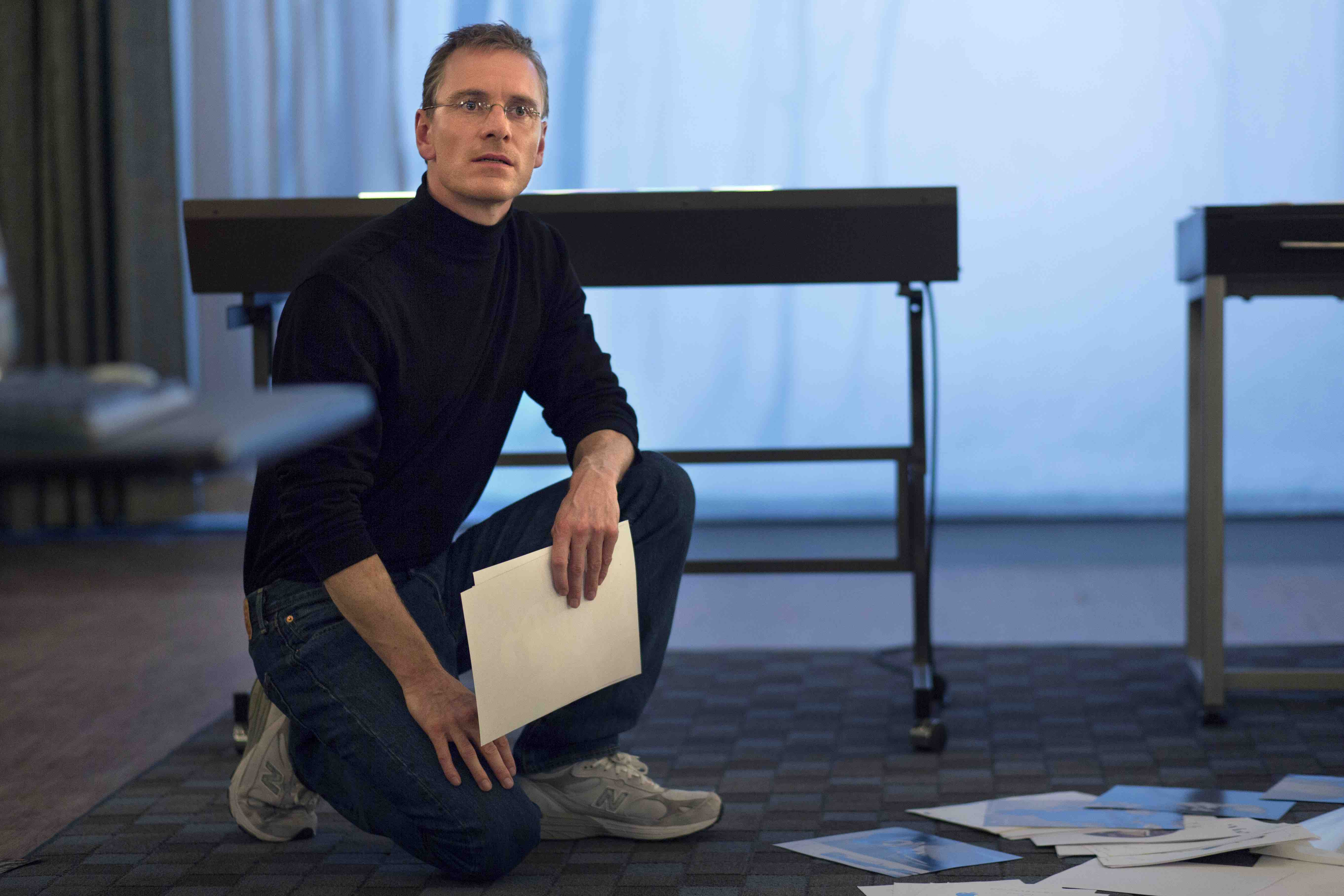 MICHAEL FASSBENDER portrays the pioneering founder of Apple in ?Steve Jobs?, directed by Academy Award? winner Danny Boyle and written by Academy Award? winner Aaron Sorkin.  Set backstage in the minutes before three iconic product launches spanning Jobs? career?beginning with the Macintosh in 1984, and ending with the unveiling of the iMac in 1998?the film takes us behind the scenes of the digital revolution to paint an intimate portrait of the brilliant man at its epicenter.