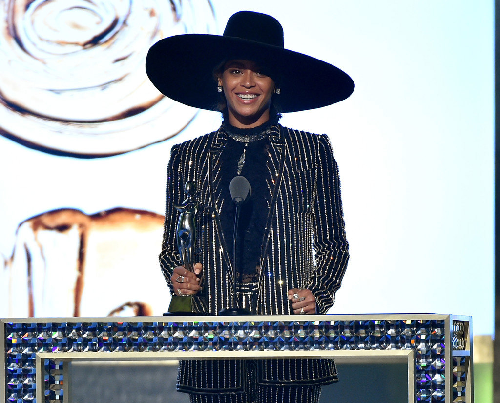 Beyonce-CFDA-Awards-2016-Fashion-Icon-Givenchy-Tom-Lorenzo-Site-1