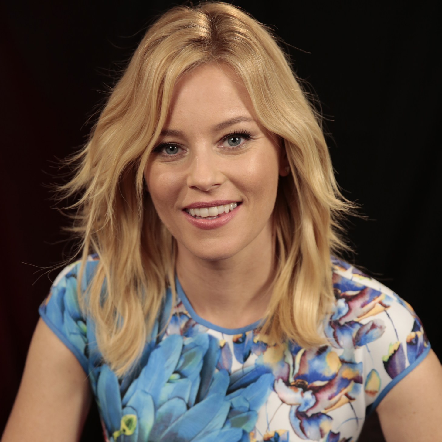 Elizabeth-Banks-Pitch-Perfect-2-Interview-Video