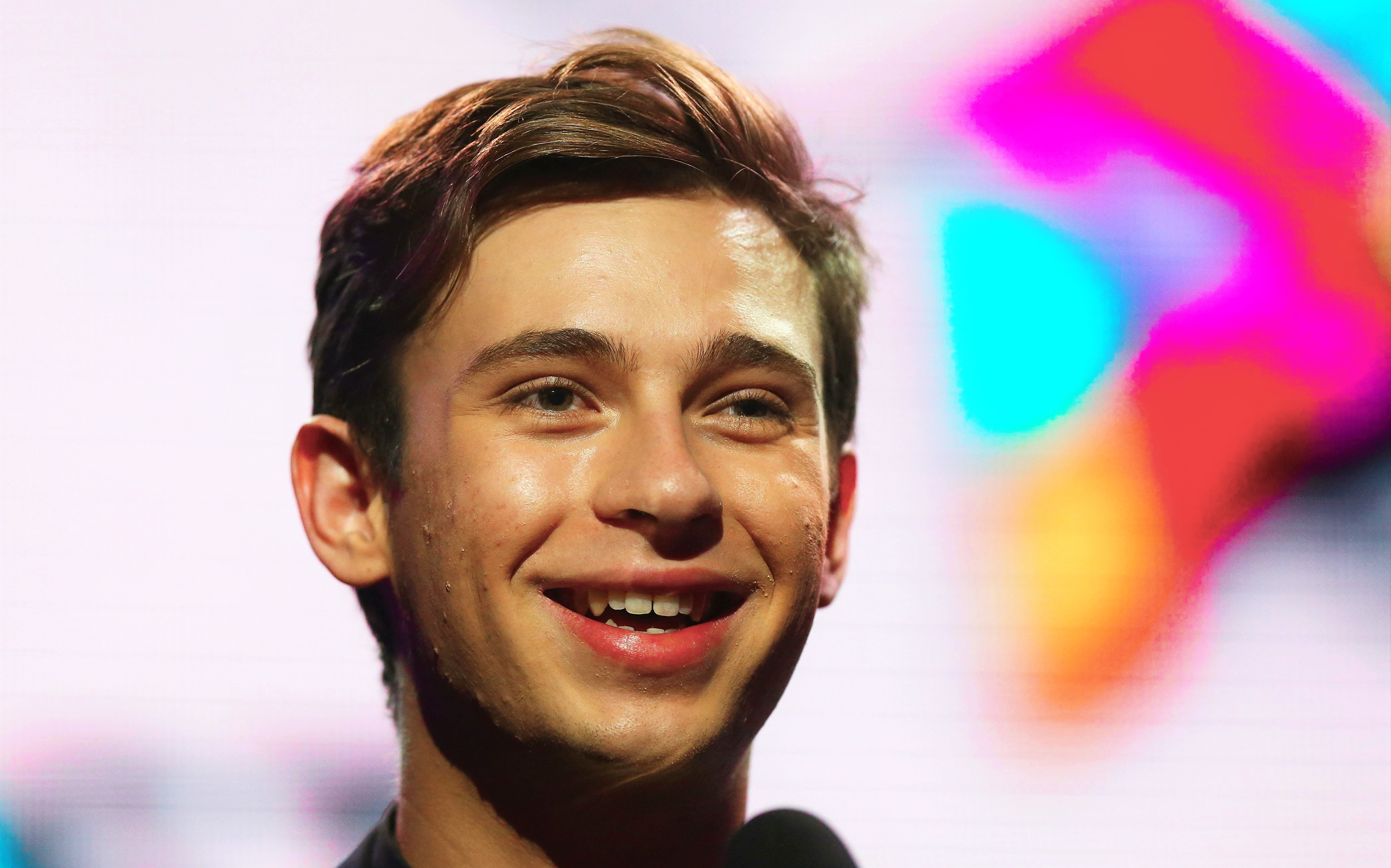 SYDNEY, AUSTRALIA - DECEMBER 01: Flume accepts the award for 'Best Male Artist' during the 27th Annual ARIA Awards 2013 at the Star on December 1, 2013 in Sydney, Australia. (Photo by Ryan Pierse/Getty Images)