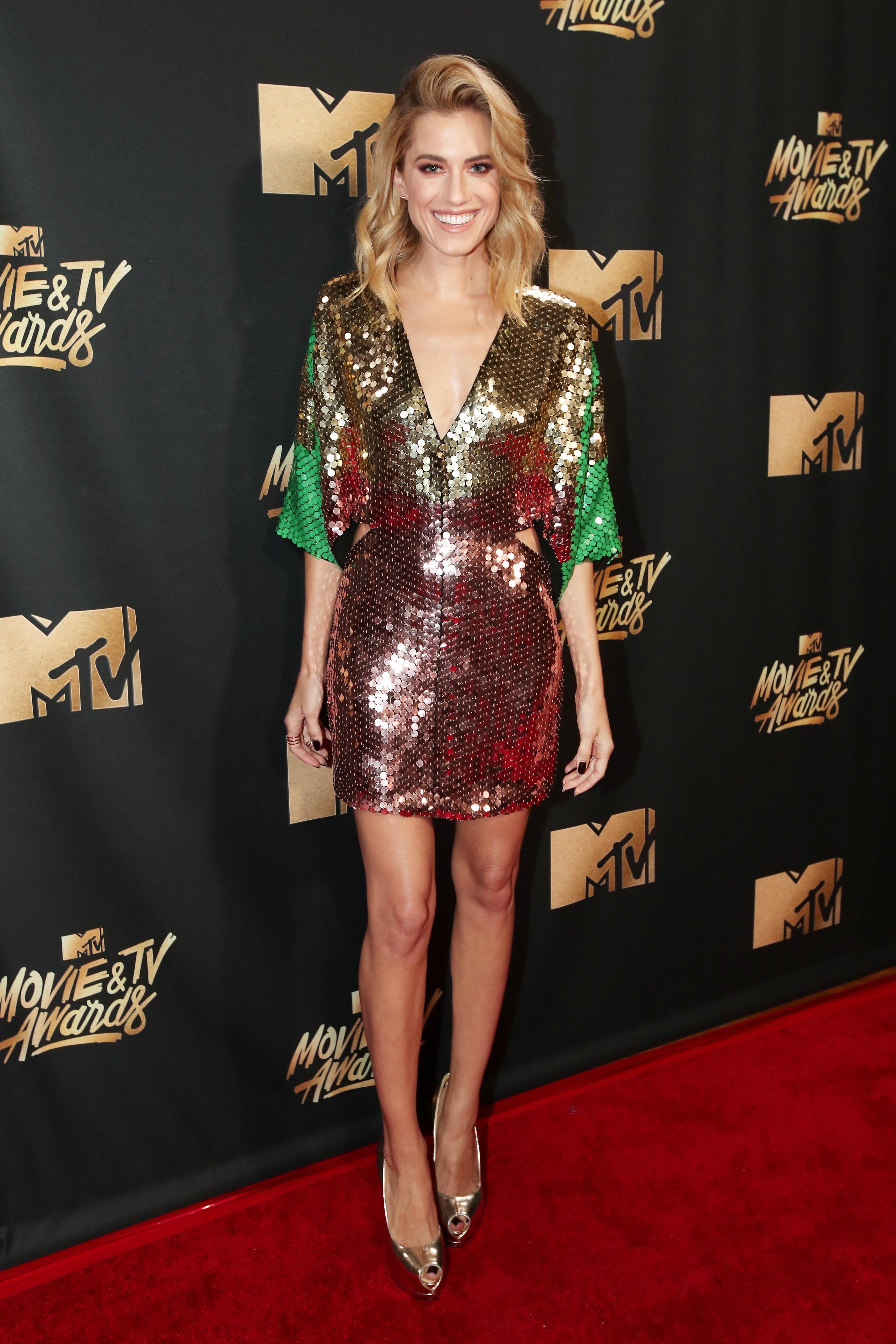 Allison Williams Thong best dressed at mtv movie awards | fashion news