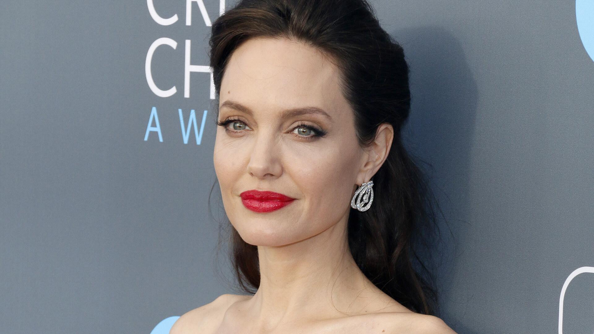Angelina Jolie To Star In Revenge Thriller The Kept Film